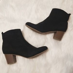 Black Faux Suede AE Booties Size 8.5
